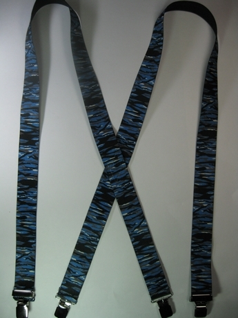 "CAMOUFLAGE 1 1/2"" X 60"" SUSPENDERS With 2 Strong Chrome Adjusters And 4 Grips. UB220N60TSSK"